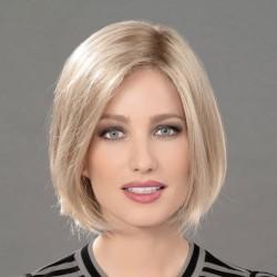 Aplique pelo natural modelo Fill In de Ellen Wille para aumentar el volumen y la densidad del cabello.