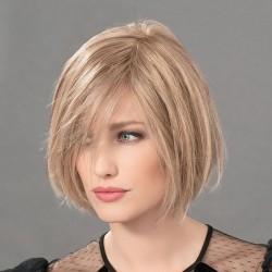 Aplique pelo natural modelo Just Nature de Ellen Wille para aumentar el volumen y la densidad del cabello.
