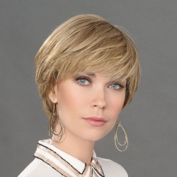 Aplique pelo natural modelo Top Naturelle de Ellen Wille para aumentar el volumen y la densidad del cabello.