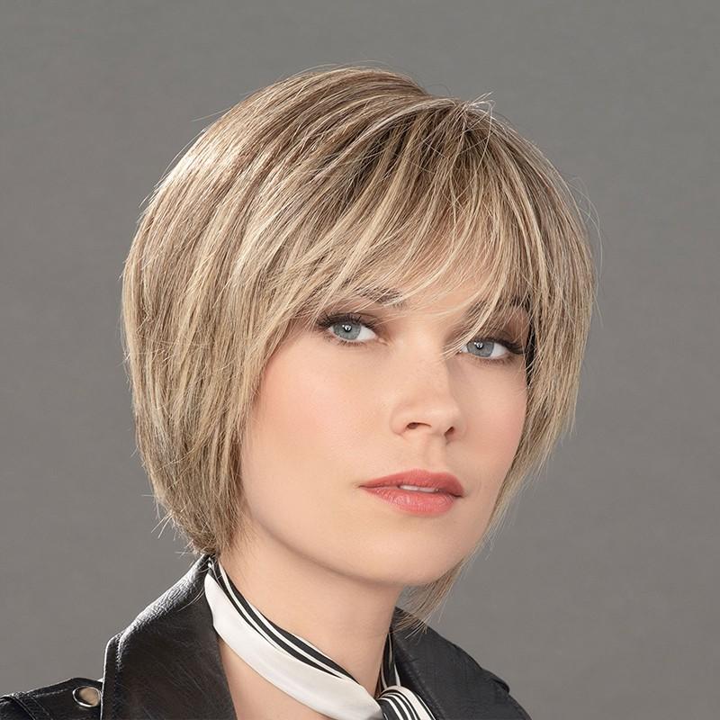 Aplique mezcla de cabello modelo True de Ellen Wille para aumentar el volumen y la densidad del cabello.