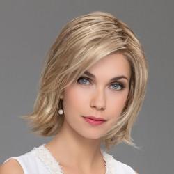Aplique mezcla de cabello modelo Ultra de Ellen Wille para aumentar el volumen y la densidad del cabello.